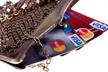 Mamy coraz mniej kart kredytowych