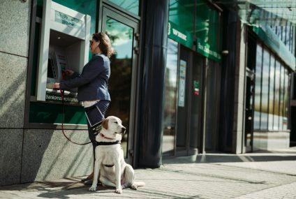 Od 1 listopada klienci BZ WBK będą mogli wypłacać zbliżeniowo z bankomatów