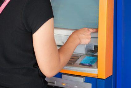 Możemy już mówić o trendzie. Eurobank też będzie kasował za wypłaty z bankomatu kwot niższych niż 100 zł