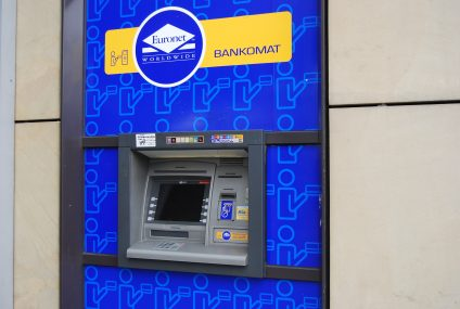 Ubezpieczenia turystyczne TU Europy trafiły do bankomatów Euronet
