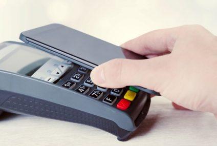 Klienci mBanku i Orange Finanse mogą płacić kartą w terminalach jeszcze zanim ją otrzymają