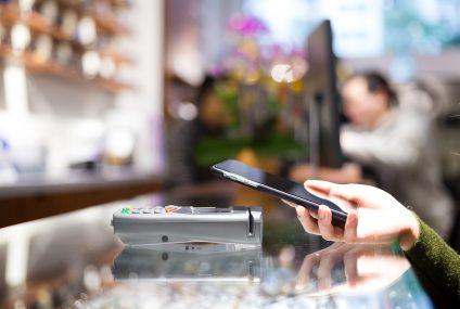 Pekao promuje swoją aplikację mobilną. Nowi użytkownicy mogą zgarnąć do 150 zł, ale muszą PeoPay polecić znajomym