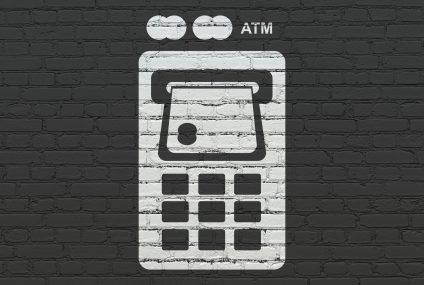 Na co uważać korzystając z bankomatu za granicą