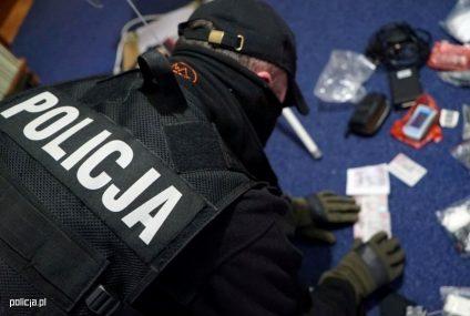 """Policja rozbiła dwa gangi włamujące się do bankomatów metodą """"na wybuch"""". W obławie brało udział 200 funkcjonariuszy"""