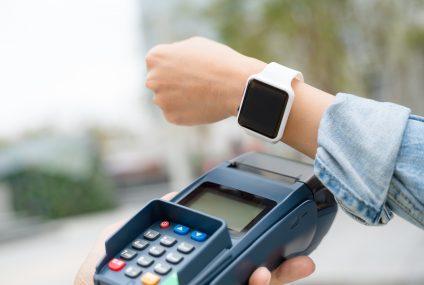 27 proc. polskich konsumentów chce płacić urządzeniami typu wearables. Wyniki badania