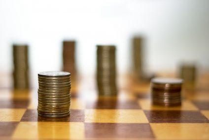 Te banki płacą najlepiej swoim klientom za trzymanie pieniędzy na kontach oszczędnościowych