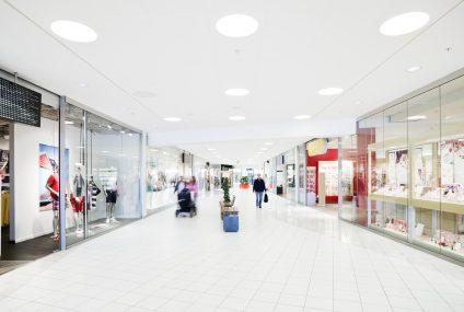 Polacy zmieniają sposób finansowania świątecznych wydatków. Wyniki badania