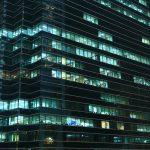 Fala zwolnień wygasa? Bankowcy mniej boją się o swoje miejsca pracy [Raport Bankier.pl]