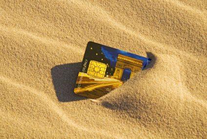 Karta wielowalutowa w BZ WBK po wakacjach. W PKO BP plastik zostanie udostępniony wszystkim klientom