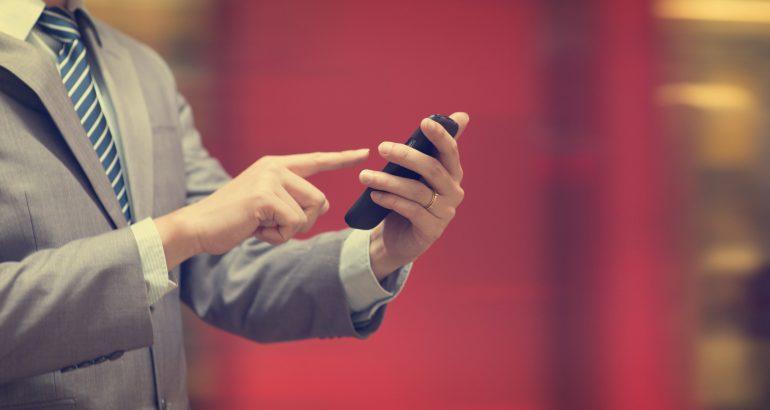 Te dane nie pozostawiają złudzeń. Częściej logujemy się do bankowości mobilnej niż internetowej [Bankier.pl]
