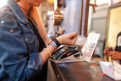 92 proc. wszystkich transakcji na Open'er Festival w tym roku stanowiły płatności zbliżeniowe