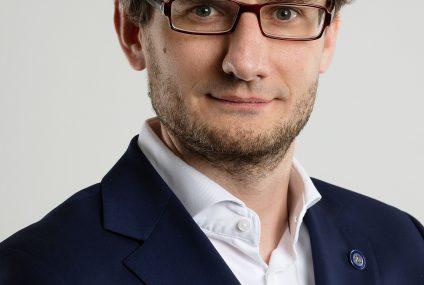 Krzysztof Bachta z akredytacją KNF