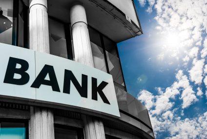 Polacy o kredytach: bezpieczniej pożyczać w banku niż u rodziny. Wyniki badania