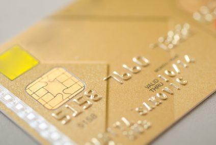W markecie i na stacji benzynowej– tam Polacy najchętniej płacą kartą kredytową. Wyniki badania