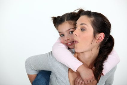 Mniej niż połowa rodziców rozmawia z dziećmi o finansach i oszczędzaniu, a ponad 1/3 popełnia podstawowe błędy