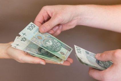 Polacy pożyczają coraz więcej