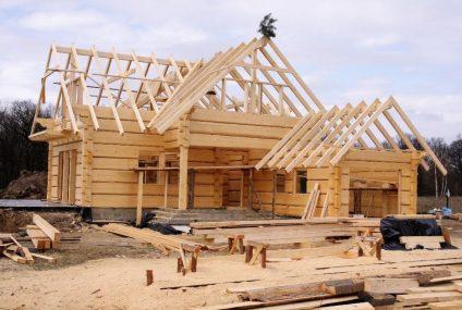 Średnio 369 000 zł za budowę domu z drewna. Raport