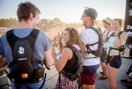 Mastercard udostępni niesłyszącym specjalne plecaki pozwalające odczuwać muzykę na Pol'and'Rock Festival