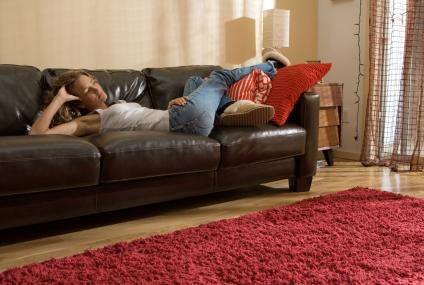 Polacy dłużej mieszkają z rodzicami, by zaoszczędzić