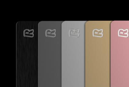 Revolut udostępnia metalowe karty w kolorach Silver i Space Grey