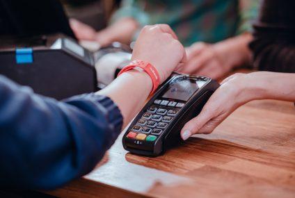 Już blisko 90 proc. płatności kartami w terminalach POS realizujemy zbliżeniowo