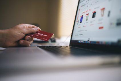 Siedmiu na dziesięciu Polaków przygotowuje się do zakupu artykułów RTV i AGD wykorzystując do tego internet