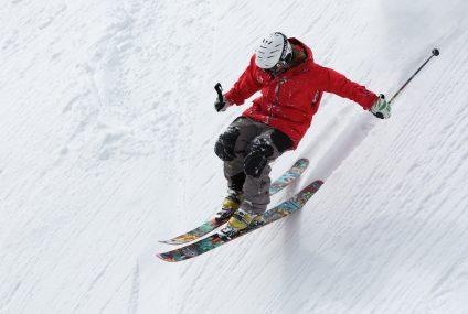 Wypadek na nartach - czy samo ubezpieczenie turystyczne wystarczy?