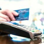 Coraz więcej terminali POS, coraz mniej bankomatów. Nowe dane NBP