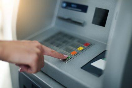 Wypłat z bankomatów najmniej od 14 lat