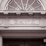 NBP: Zysk sektora bankowego spadł o ponad 40 proc.