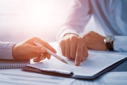 Rosnący trend na rynku pracy – zamiast na umowę będą zatrudniać na kontrakt?