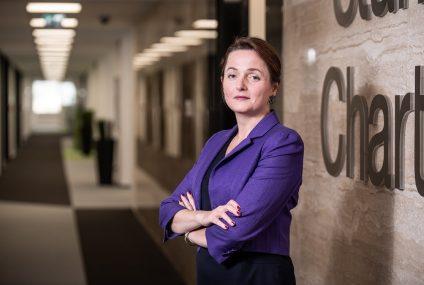 COVID-19: Standard Chartered wspiera program bezpłatnych badań dla personelu medycznego