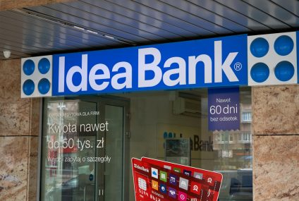 """Po przejęciu Idea Banku pracownicy pracują """"za najniższą możliwą pensję"""". Co z premiami?"""