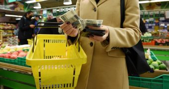 Ekonomiści mówią o czarnym scenariuszu. Polacy muszą być gotowi na dalsze wzrosty cen w sklepach