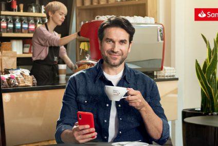 """W życiu liczy się """"być"""" czy """"mieć""""? Marcin Dorociński zastanawia się w kampanii Santander Bank Polska"""